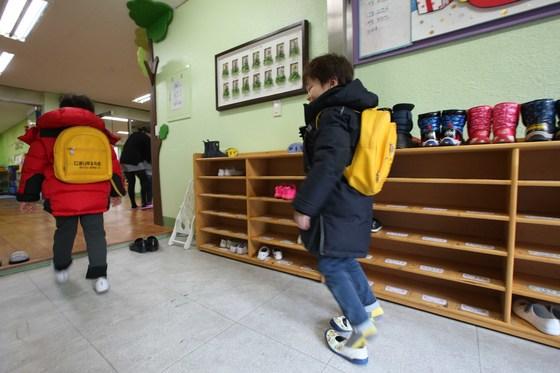 유치원과 어린이집은 관리 주체가 각각 교육부와 보건복지부로 서로 다르다. [중앙포토]