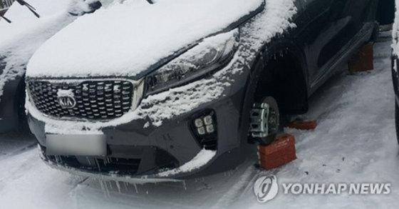 밤사이 사라진 타이어 [연합뉴스]