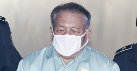 김기춘 전 청와대 비서실장이 법원에 출석하는 모습. 임현동 기자