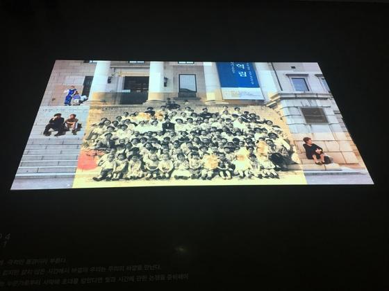 오용석 작가의 작품이 바닥에 투사되고 있는 전시장 모습. 사진=이후남 기자
