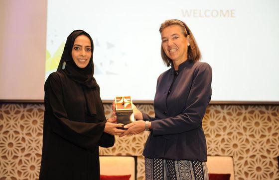 지난 10월 두바이 보건청 행사에 참석한 도미니크 미누 UAE 주재 벨기에 대사(오른쪽). [두바이 보건청 트위터 캡쳐]