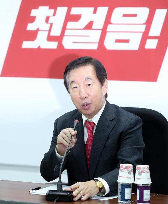 김성태 자유한국당 원내대표가 14일 오전 취임 뒤 첫 원내대책회의에 참석해 모두발언을 하고 있다. 박종근 기자