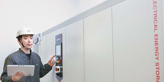 경기 안양시 동안구에 위치한 LS산전 R&D캠퍼스는 인공지능, 에너지저장장치 등을 활용해 에너지 낭비를 막는 스마트 빌딩으로 운영 중이다. [사진 LS산전]