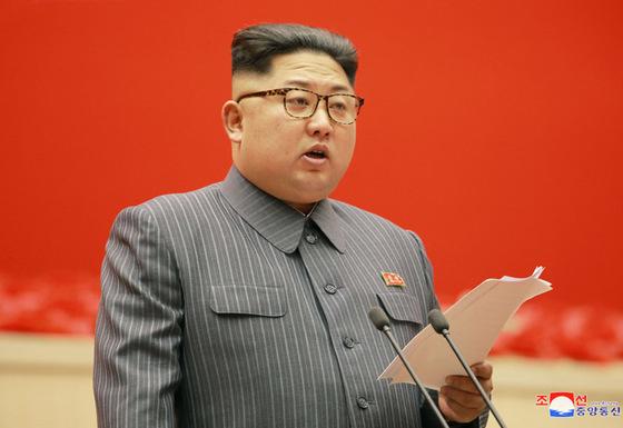 김정은 북한 노동당 위원장이 21일 제5회 세포위원장 대회 개막식에 참석해 연설하고 있다. [사진 조선중앙통신]