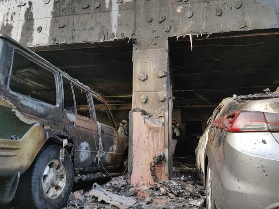 충북 제천의 스포츠센터 건물의 '필로티 구조'가 화재 피해를 더 키웠다는 지적이 나온다. [송우영 기자]