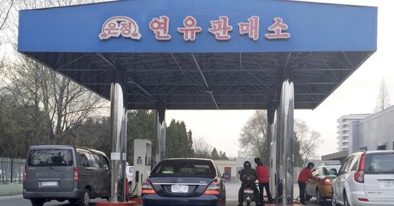 북한 평양의 한 주유소. [AP=연합뉴스]