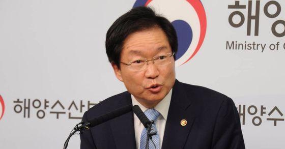 김영석 해양수산부 장관이 정부 세종청사에서 세월호 보도와 관련해 기자회견을 하고 있다. [사진 해양수산부]