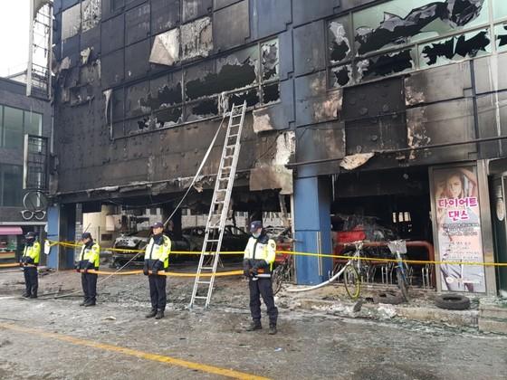 지난 21일 화재가 발생해 폐허로 변한 충북 제천시의 스포스센터 드론스포리움. [중앙포토]