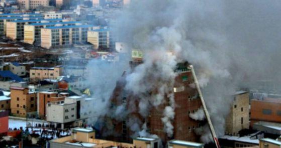 50여 명의 사상자를 낸 제천 화재. [사진 연합뉴스]