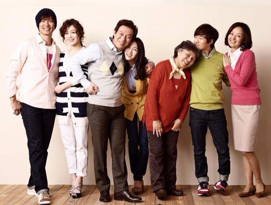 영화 <세상에서 가장 아름다운 이별>의 가족 사진.