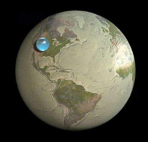지구 상의 물을 하나의 물 방울로 모았을 때의 모습이다. 물은 지구 표면 전체를 2.7㎞ 깊이로 덮을 수 있다. 지구의 반지름 6378㎞에 비하면 아주 얇은 층에 불과하다. [사진 미항공우주국(NASA)]