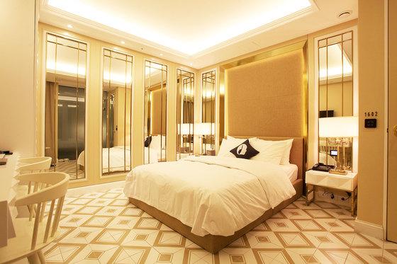 서울 청량리의 한 모텔엔 '거울룸'을 주제로 꾸며진 객실이 있다.