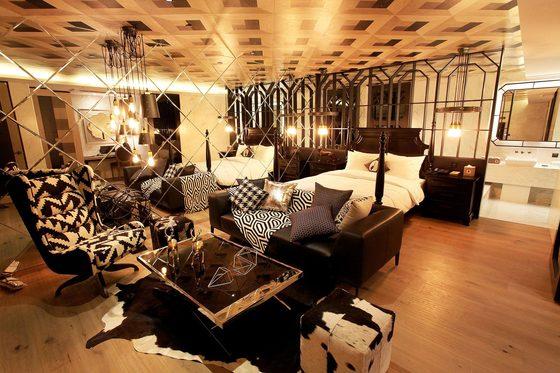 서울 영등포에 있는 한 모텔에는 '파티룸'으로 활용할 수 있는 대형 객실이 있다.