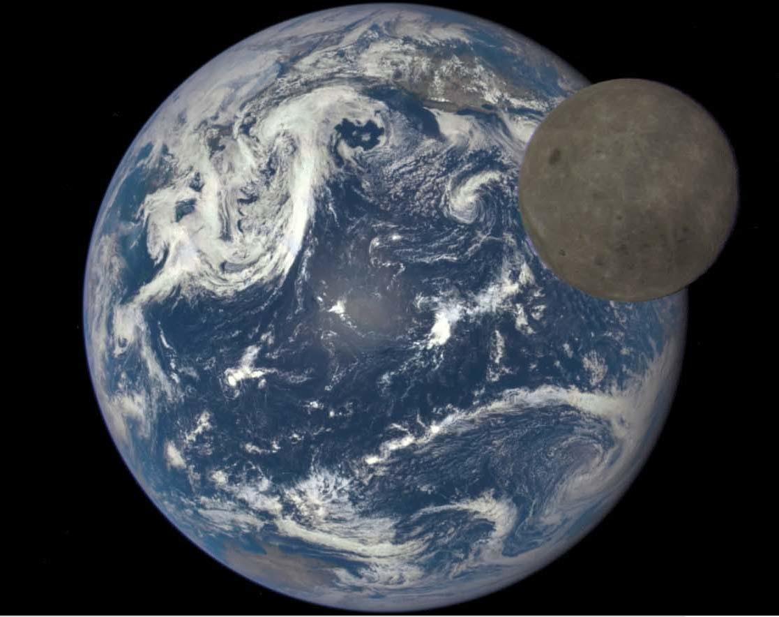미국항공우주국(NASA)이 공개한 달의 뒷면과 지구 사진. 이 사진은 지구로부터 160만㎞ 떨어진 심우주기상관측위성(고어샛)이 촬영했다. [사진 미항공우주국(NASA)]