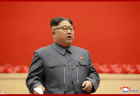 김정은 북한 노동당위원장이 23일 폐막한 제5차세포위원장 대회에서 연설하고 있다. [사진 조선중앙통신]