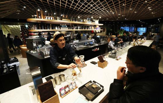 최근 커피전문점에서 모임을 마무리하는 경우가 많다. [서울=연합뉴스] <저작권자 ⓒ 1980-2017 ㈜연합뉴스. 무단 전재 재배포 금지.>