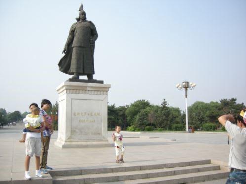선양 북능공원에 있는 청 태종 홍타이지의 동상 [사진 중앙포토]