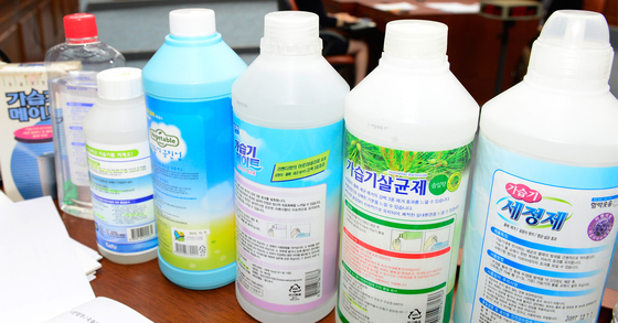 가습기 살균제로 인한 천식 피해가 처음 인정됐다. 지금까지는 폐 손상과 태아 피해만 인정됐으나 27일 열린 피해구제위원회에서는 천식 피해자 6명을 피해자로 인정했다. [중앙포토]