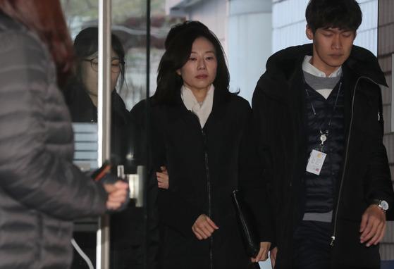 조윤선 전 청와대 정무수석이 구속영장심사를 받기 위해 27일 오전 서울중앙지법으로 들어오고 있다. 최승식 기자