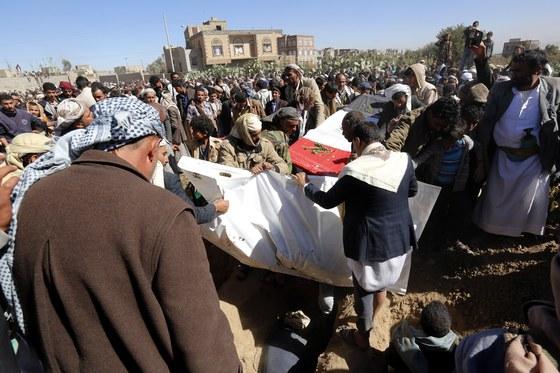 26일 사우디군이 예멘에 폭격을 퍼부어 수십 명의 사망자가 발생했다. [EPA=연합뉴스]