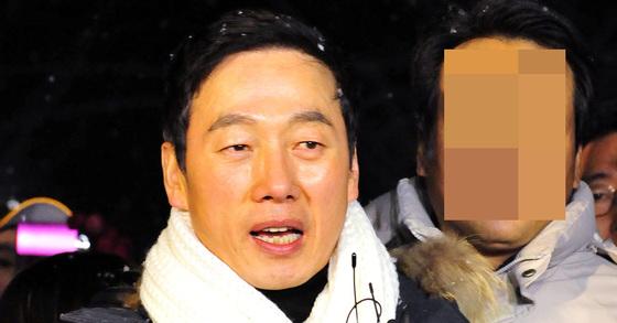 BBK 사건과 관련 허위사실 유포 혐의 등으로 기소돼 징역 1년을 선고받고 복역한 정봉주 전 의원이 2012년 12월 만기 출소했다. [프리랜서 김성태]