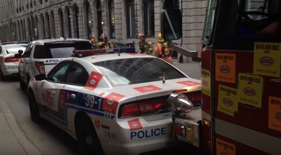 같은해 캐나다 몬트리올 화재 당시 소방차가 경찰차를 범퍼로 밀며 진입하고 있다. 사진=유투브 캡쳐