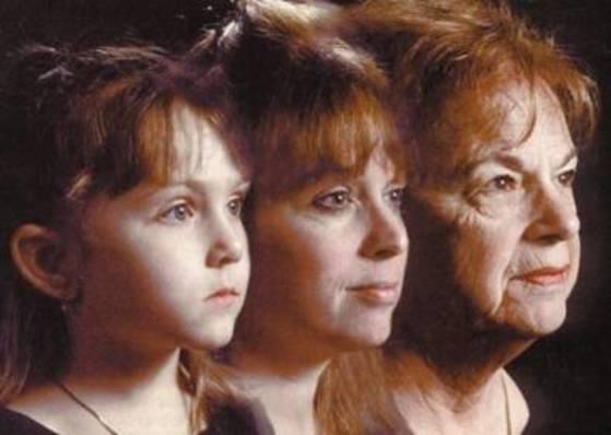궁극적으로 텔로미어라고 불리는 염색체 끝 부분이 세포 분열마다 점점 짧아지기 때문에 사람은 늙는다. [카보네이트 TV]