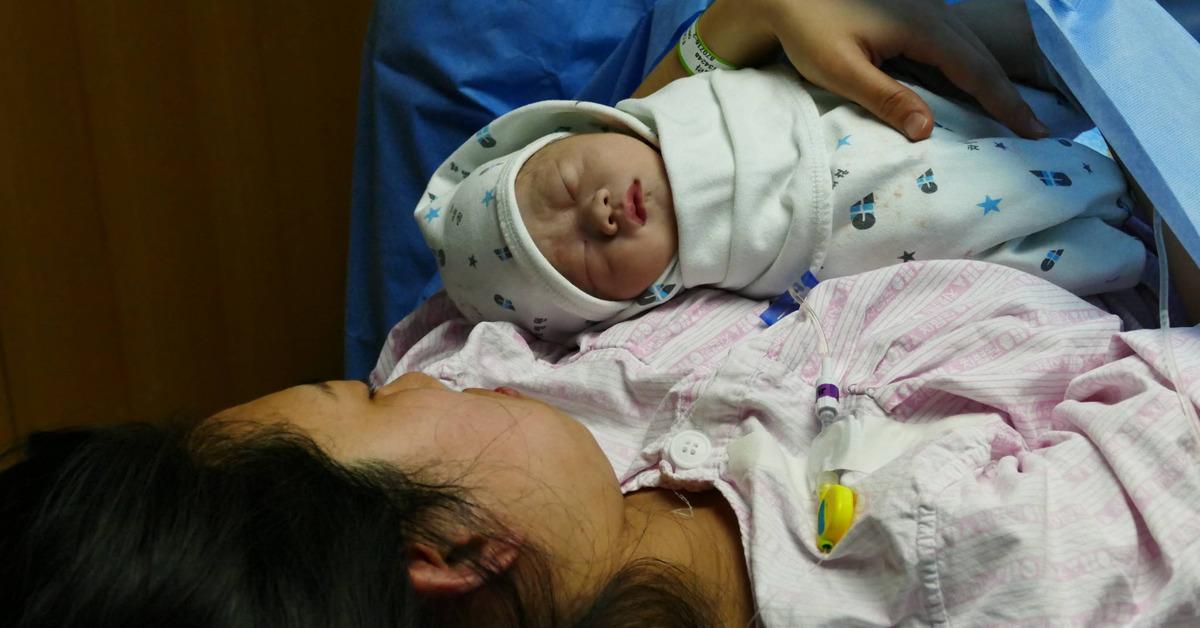 올해 1월 1일 0시 0분에 산모 장혜라(31)씨와 남편 김선호(29)씨 사이에서 태어난 첫둥이 아들 '마음이(태명)' [사진 강남차병원]