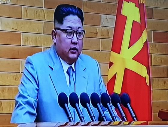 김정은 북한 노동당 위원장이 1일 오전 신년사를 발표하고 있다. [조선중앙TV 캡처]
