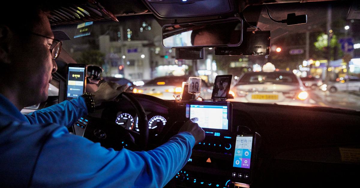 택시기사와 경비원, 간호사처럼 야간 근무나 교대 근무를 하는 서비스업 종사자들이 늘고 있다. 밤낮이 바뀐 생활을 지속하면 대사증후군에 걸릴 위험이 커진다는 연구 결과가 나왔다. [프리랜서 조상희]