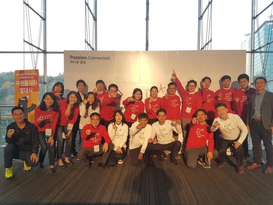 평창올림픽 자원봉사자 발대식. 홍승미 사무관(왼쪽에서 세 번째)은 2만 여명의 자원봉사자들의 직무 배정과 교육, 관리를 담당하고 있다. [사진 평창조직위]