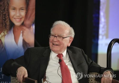 워런 버핏 버크셔해서웨이 회장이 헤지펀드와의 10년 대결에서 압승했다. [AP=연합뉴스]