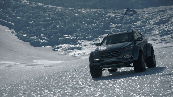 남극을 횡단하는 현대차 싼타페가. [중앙DB]