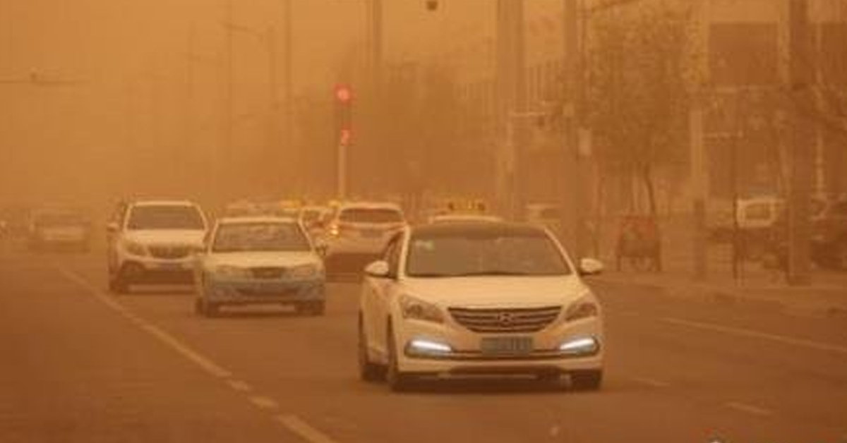 지난해 5월 6일 미세먼지 농도(PM10) 최고치인 1000㎍/㎥을 기록하며 베이징(北京) 등 중국 북부지역을 덮쳤던 황사가 남쪽으로 이동하며 나흘째 중국을 휩쓸었다. [사진 중국신문망 캡처]