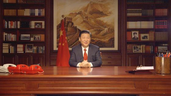 시진핑 중국 국가주석이 지난달 31일 중난하이 집무실에서 신년사를 낭독하고 있다. [신화=연합]