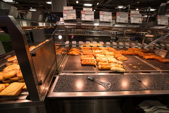 쿱에서 파는 따끈따끈한 빵들. [사진 장채일]