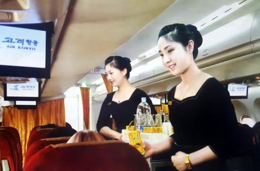 사진은 고려항공이 배포한 2017년 달력 중 기내에서 승객들에게 음료수를 제공하는 여 승무원들의 모습