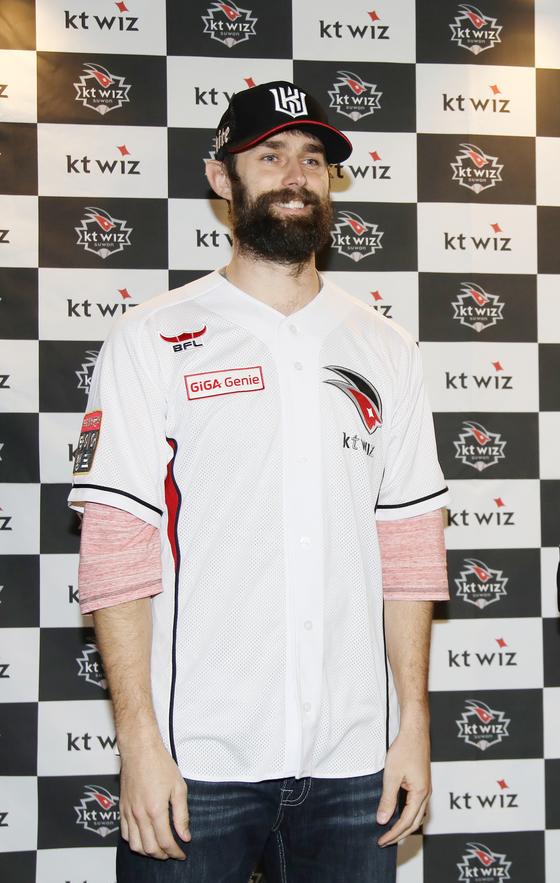 kt 유니폼을 입은 니퍼트. [사진 kt 위즈]