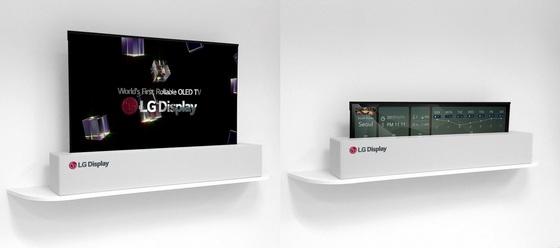 LG디스플레이가 선보인 '롤러블' 디스플레이. 평상시에는 일반 TV처럼 활용하다가(왼쪽), 필요할 경우 차트를 조절하듯 디스플레이의 높이를 낮출 수 있다(오른쪽). [사진 LG디스플레이]