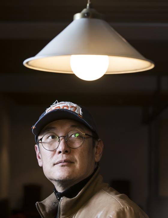 """영화 '1987'의 장준환 감독은 """"같이 일한 스태프와 배우들, 영화 속 모든 실존 인물들과 유가족에게 감사하다""""고 말했다. 권혁재 사진전문기자"""