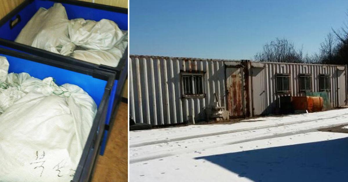 마대 자루에 넣어 보관 중인 유골(왼쪽)과 무연고 유골이 보관된 컨테이너. [사진 전북경찰청]