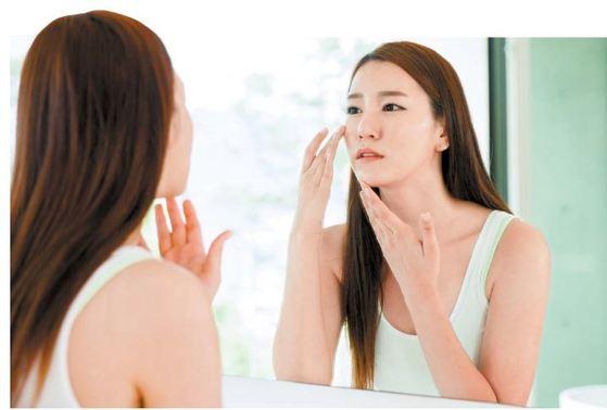 속 피부의 구조와 형태를 탱탱하게 유지하기 위해선 피부를 구성하는 주요 단백질인 콜라겐 양을 충분히 늘려야 한다.