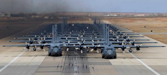 JFEX에 참가한 미 공군의 C-130 허큘리스 수송기들. [사진 미 공군]