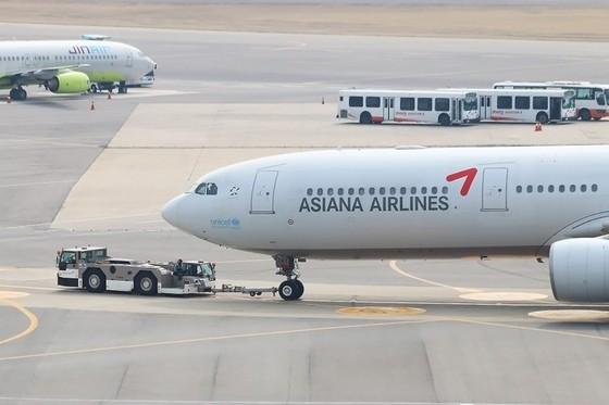 아시아나항공 여객기를 끌고 있는 토잉카. [사진 아시아나항공]