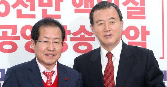 홍문표 자유한국당 사무총장(오른쪽)과 홍준표 자유한국당 대표. [뉴스1]
