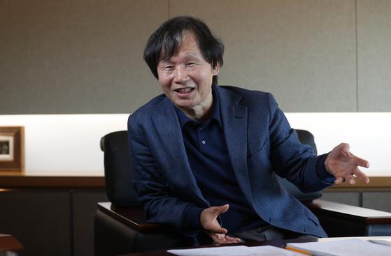 최두환 포스코ICT 사장(CEO)이 지난달 27일 오후 경기도 성남시 판교 포스코ICT 사옥에서 4차 산업혁명에 대비한 스마트 팩토리 및 ICT 정책에 대한 의견을 말하고 있다. 신인섭 기자