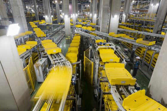 인천공항 제2여객터미널이 내년 1월 18일 개장한다. 1·2터미널에서 수하물을 옮기고 분류하는 시스템의 총 길이는 130㎞에 이른다. [사진제공=인천국제공항공사]