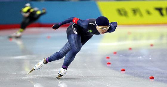 평창 동계올림픽 여자 스피드스케이팅 500m에서 3연패에 도전하는 빙속여제 이상화 [News1]