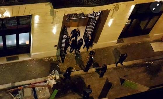 프랑스 파리 리츠 호텔에 무장강도단이 침입해 450만유로에 상당하는 보석을 훔친 사건이 10일(현지시간) 발생했다. [AFP=연합뉴스]