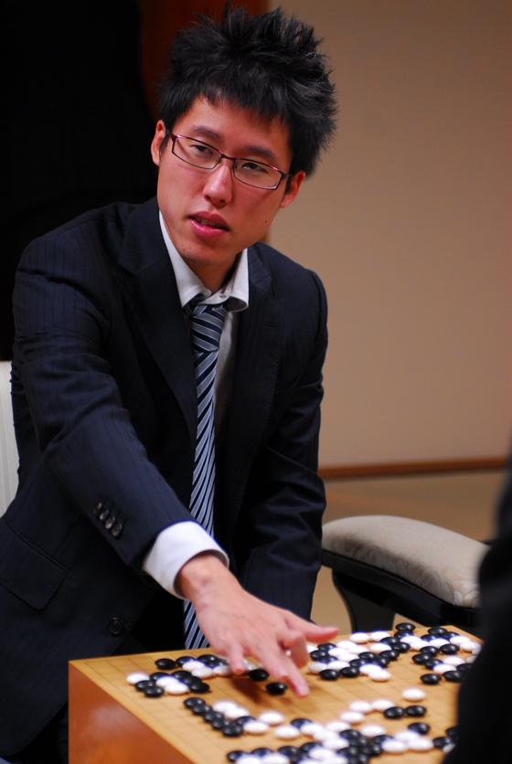 다음 달 LG배 결승전을 치르는 일본 랭킹 1위 이야마 유타 9단. 그는 가장 존경하는 프로기사로 조치훈 9단을 꼽았다. [사진 일본기원]